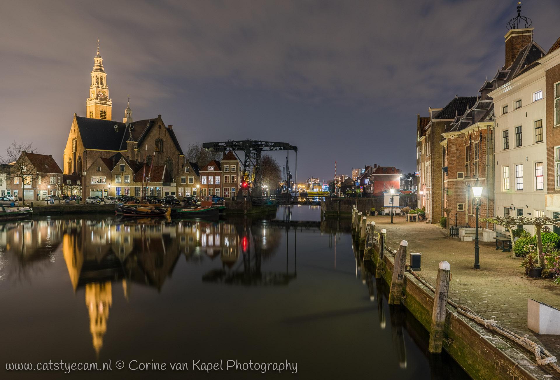 De haven van Maassluis bij nacht