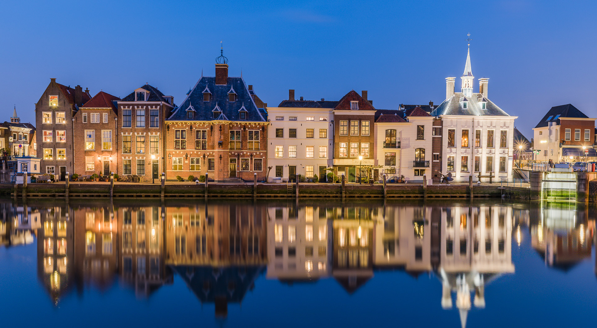 maassluis-by-night-slider