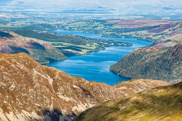 Uitzicht over Ullswater vanaf de top van Catstye Cam